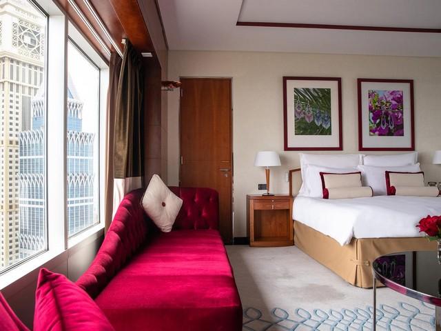 ابراج الامارات واحد من سلسلة فندق في جميرا دبي الذي يتميّز بموقعه الساحر