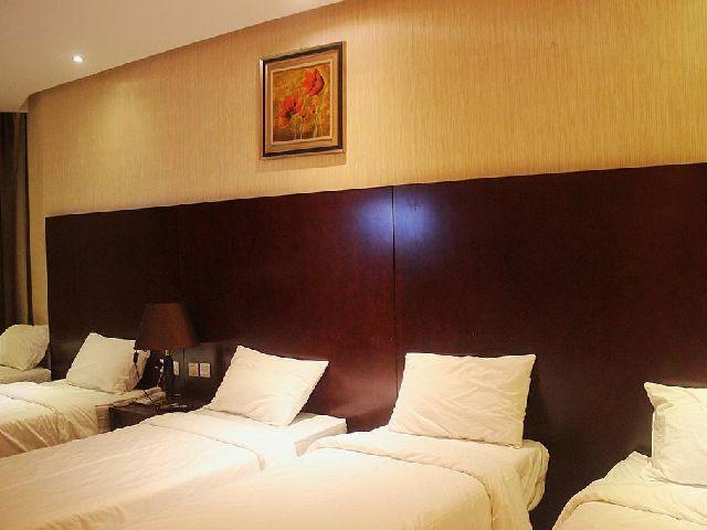 غرفة نوم لخمس اشخاص في فندق الارض المتميزة مكة المكرمة الرائع