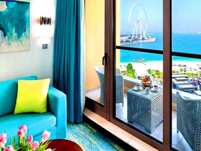 يتمتع فندق جيه ايه اوشن فيو دبي بإطلالاتٍ ساحرة على البحر والمدينة