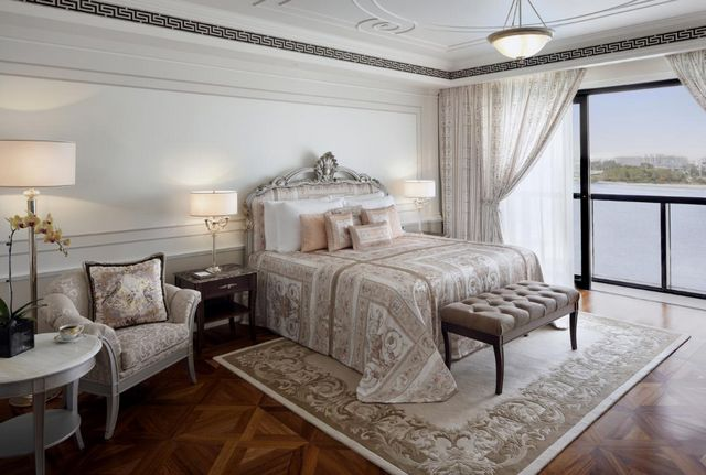 فندق فيرساتشي الجداف دبي يوفر إطلالة خلابة وإقامة مريحة في دبي