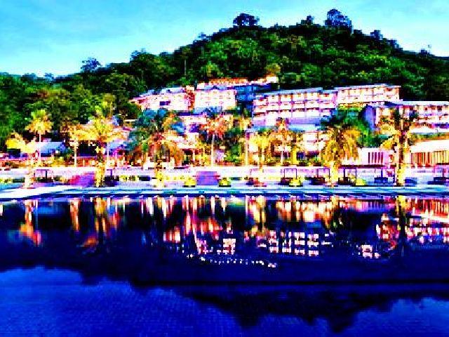 يعتبر السكن في افضل فندق في بوكيت على البحر تجربة مميزة لما يوفره من إطلالات رائعة وإقامة مريحة