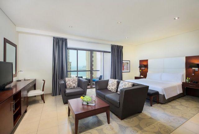 يضم فندق رمادا جي بي ار غرف ذات مساحات واسعة