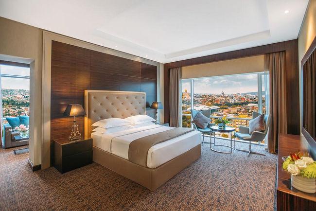 إطلالات خلاّبة في فنادق خمس نجوم تبليسي