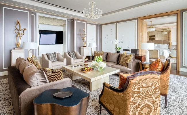 منطقة جلوس فخمة للغاية في غُرف افضل فنادق جاكرتا خمس نجوم