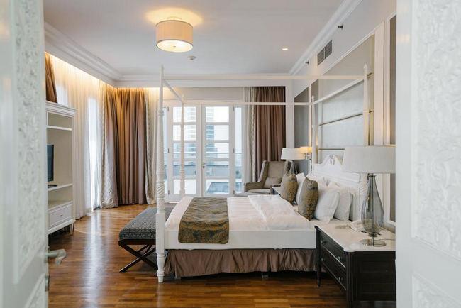 فنادق خمس نجوم جاكرتا تشمل غُرف بها نوافذ كبيرة بإطلالات رائعة