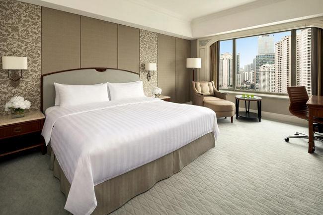 مفروشات جميلة وإطلالة أجمل من غُرف افضل فنادق جاكرتا خمس نجوم