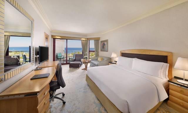 يتميّز  فندق هيلتون جدة بموقع مُميّز بين افضل فنادق جدة خمس نجوم الراقية