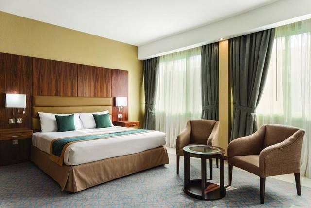 فندق هوارد جونسون ابوظبي ارخص فنادق ابوظبي الذي يضم فريق عمل محترف