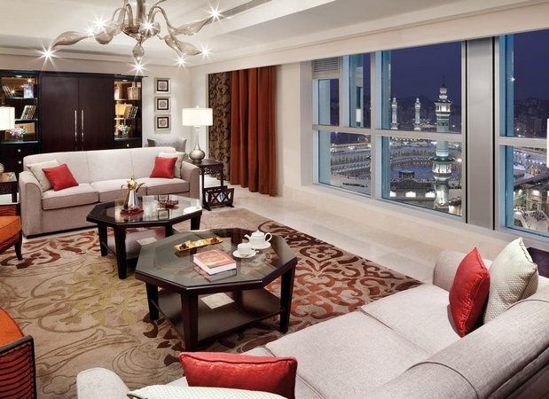 أجنحة فخمة مُطلة على الحرم في فنادق برج الساعه