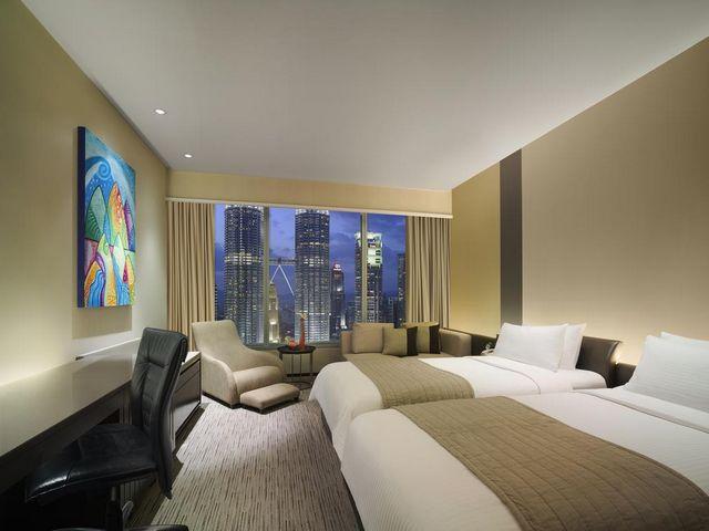 تُطل معظم غرف فندق تريدرز ماليزيا على البرجين التوأم في كوالالمبور