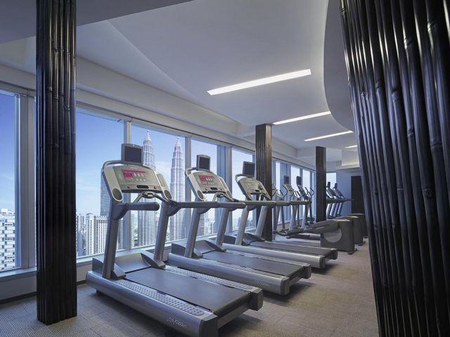 مركز لياقة بدنية في فندق تريدرز كوالالمبور مُجهز بأحدث الأجهزة والتقنيات