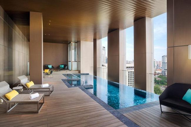 مسبح خارجي بإطلالة في فندق دبليو كوالالمبور
