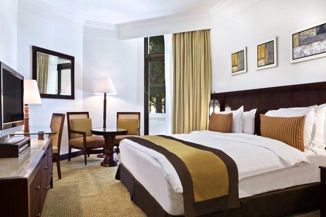 يُعد هيلتون أفخم الفنادق من حيث الإطلالات والمرافق.