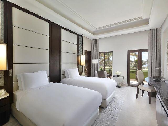 منتجع وفندق الريتز كارلتون قصر البستان من اجمل منتجعات مسقط الخمس نجوم في عمان