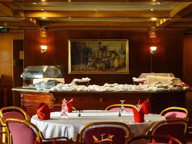 المطعم في داخل  نفتيس نايل كروز