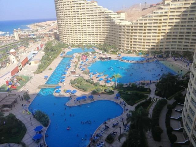 فندق بورتو السخنه يُقدّم إطلالات رائعة على البحر الأحمر.