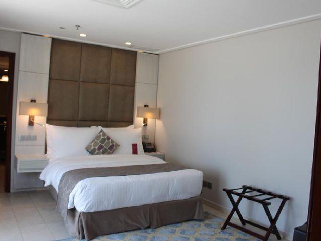 صورة لغرفة قياسية في موفنبيك البدع من فنادق السالميه خمس نجوم
