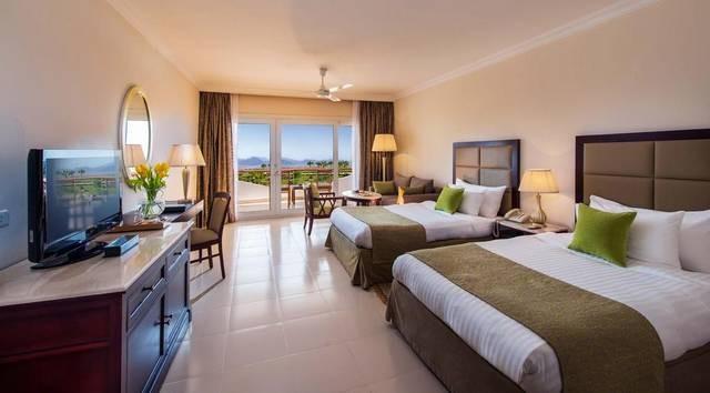 تضم شرم الشيخ مجموعة من اجمل فنادق شرم الشيخ على البحر وهي المُفضّلة لدى سُيّاح المدينة.