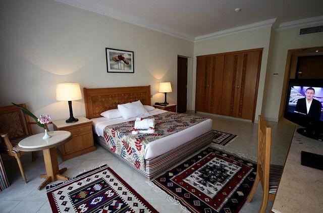 العديد من الزوّار يُفضلون النزول في افخم فنادق في شرم الشيخ الهضبة.