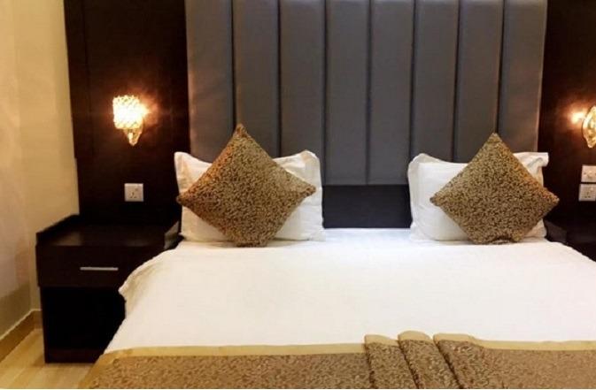 توفر فنادق على طريق الشيخ جابر بالرياض خدمات إقامة متنوعة وفاخرة.