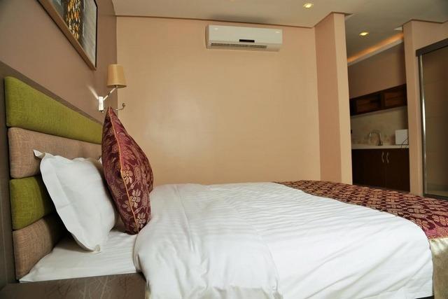 بأفضل أنواع الغرف يمكنك الاستمتاع بالإقامة في فنادق حي المروج الرياض .