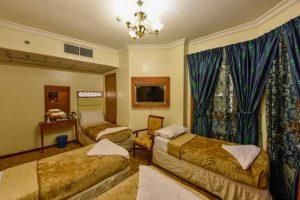 يتميز فندق المختارة جولدن المدينة المنورة بالموقع الرائع