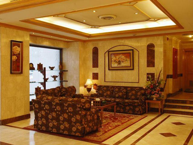 فندق الساحة الروضة بالمدينة يضم غرف وأجنحة فسيحة تناسب العوائل