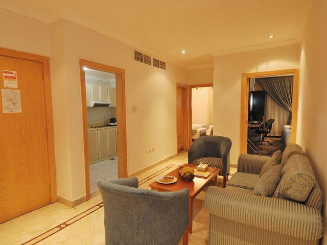 يتمتع فندق الساحة المدينة المنورة بطراز كلاسيكي وموقع مثالي من المطاعم والمعالم السياحية