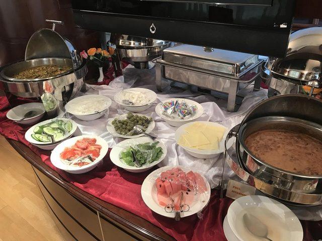 الحياة للشقق الفندقية في الشارقة يُقدم بوفيه إفطار متميز بشكل يومي إضافة للوجبات الأخرى