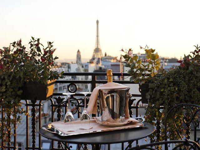 التراس في فندق بالزاك باريس الرائع