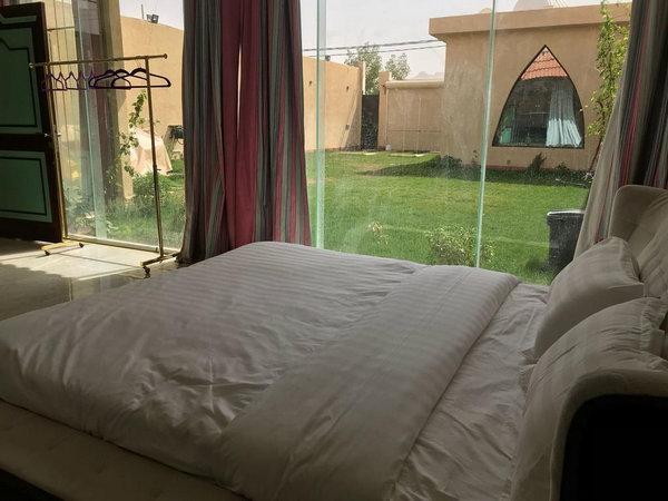افضل شاليه في الرياض يحوي غُرف مُطلة على الحديقة