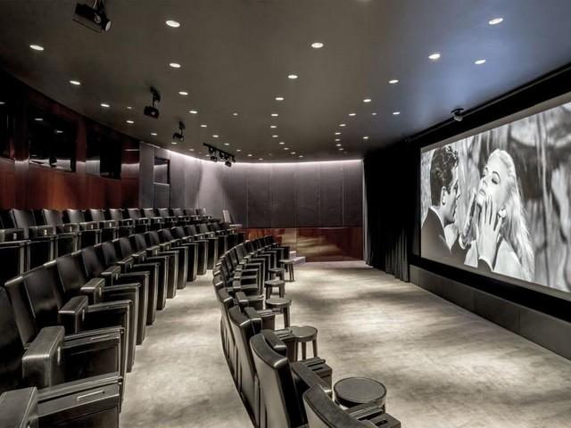 يوفر فندق بولغاري في لندن مرافق ترفيهية متعددة منها السينما والصالات الرياضية
