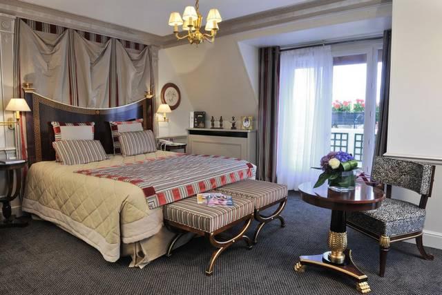 يُعد فندق نابليون باريس افضل فنادق باريس عند لكونه يضم العديد من المرافق الخدمية والترفيهية