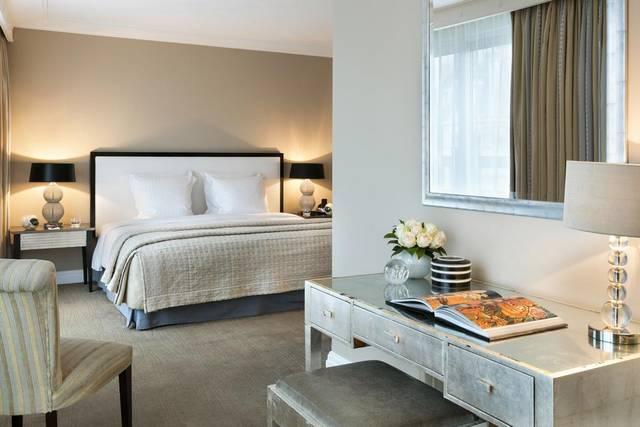 فندق وارويك باريس من أفضل الفنادق لكونه يتميز بموقع رائع