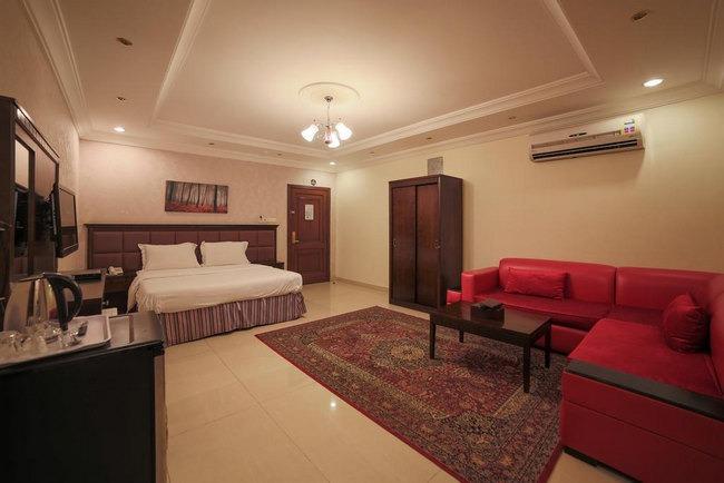 منطقة جلوس مع غُرفة واسعة في شقق فندقية جده