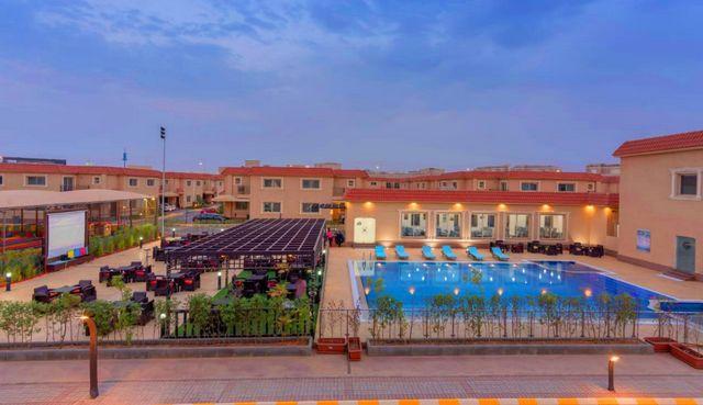 تمنحك منتجعات شرق الرياض بالإضافة إلى الإطلالة الساحرة أفضل خدمات فنادق شرق الرياض الراقية