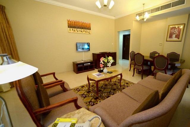 فندق نجوم الامارات الشارقة الخان يوفر غرف عائلية بمساحات واسعة