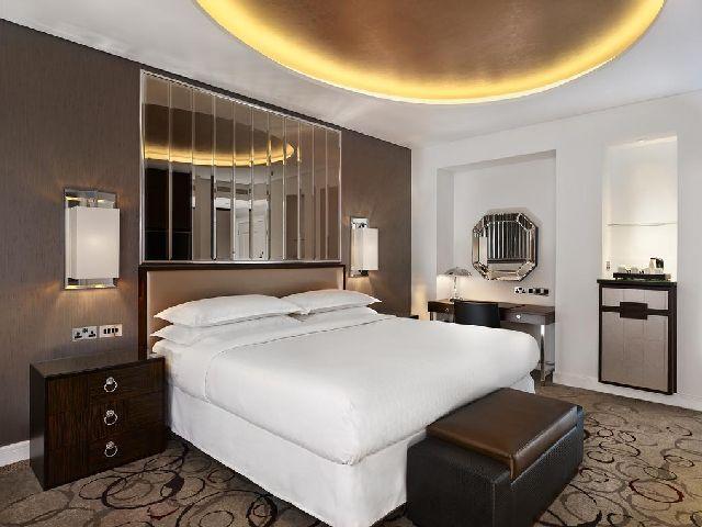 غرفة قياسية في فندق شيراتون بارك لين في لندن من فنادق سلسلةشيراتون لندن