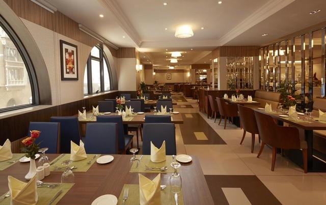 يضم فندق الحارثيه بالمدينه مطعم يُقدم المأكولات الشرقية والآسيوية والعالمية