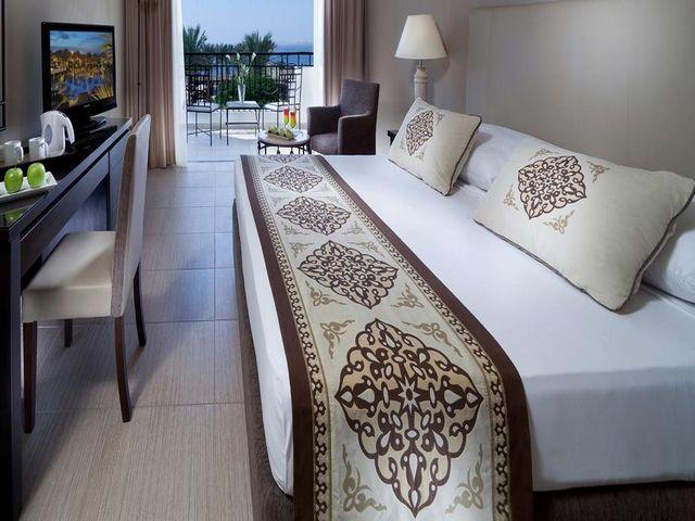 يُعد  جاز فنارة شرم الشيخ أرقى فنادق هضبة شرم الشيخ لكونها تضم العديد من المرافق الخدمية والترفيهية