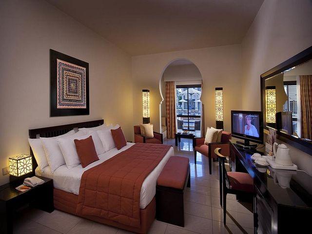 فندق سنتيدو ريف اوازيس سينس ريزورت من الفنادق التي تضم فريق عمل احترافي جعلته الأفضل بين فنادق شرم الشيخ الهضبة