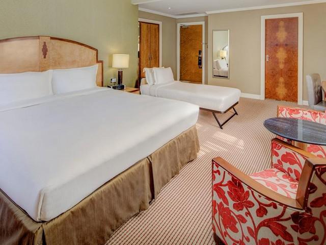 غرفة كبيرة من أحد فنادق سلسلة هيلتون لندن