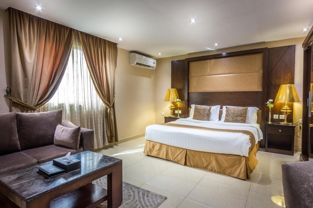 تحتوي جميع فنادق جدة في شارع فلسطين على غُرف معيشة مٌريحة بأثاث عصري
