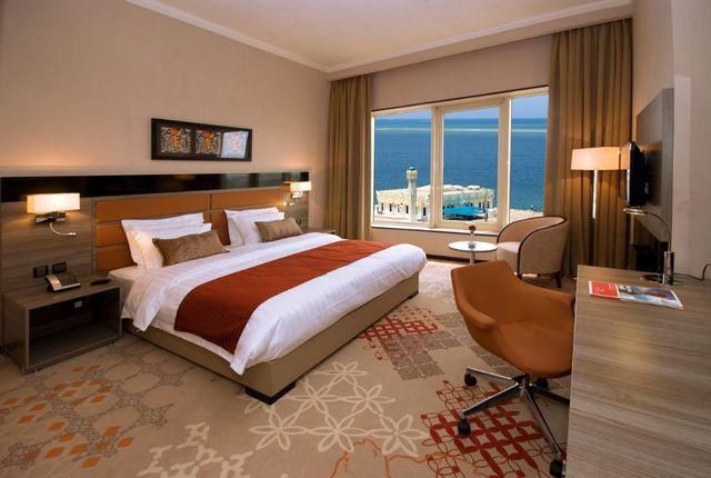 إن كانت تستهويك الإقامة في جدة، اقرأ تقريرنا عن افضل فنادق على كورنيش جدة واختر ما يُناسبك