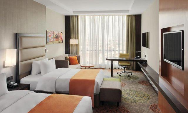 إن كانت تستهويك الإقامة في جدة، اقرأ تقريرنا عن افضل فنادق حي النزهه جدة واختر ما يُناسبك