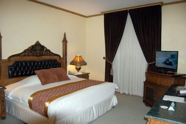 إن كانت تستهويك الإقامة في جدة، اقرأ تقريرنا عن افضل فنادق الواجهة البحرية بجدة