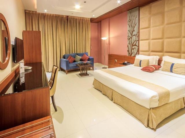توفّر فنادق طريق الملك فهد بالرياض مساحات إقامة واسعة