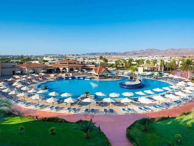 يوفر فندق كيروسيز بارك لاند شرم الشيخ مرافق مميزة من مسابح ومرافق صحية ورياضية