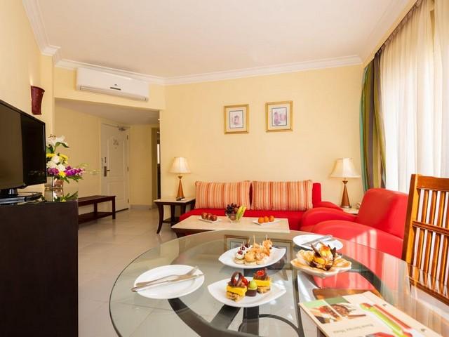 يتميز فندق كيروسيز بارك لاند شرم الشيخ 5 نجوم بغُرفه ذات المساحات الفسيحة