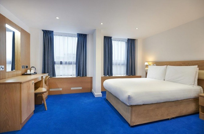 اختر من بين أكثر فنادق لندن ثلاث نجوم فخامة.